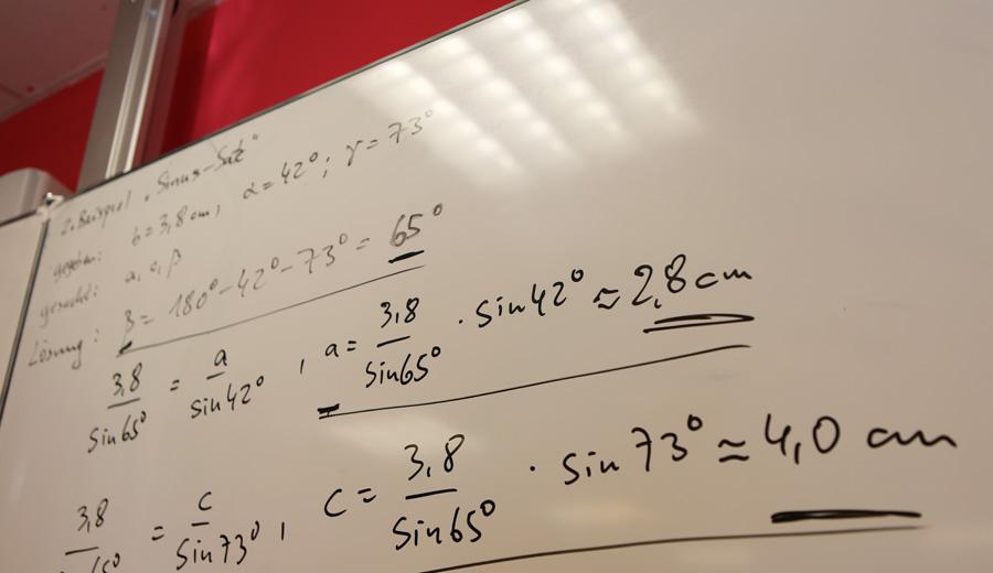 Mathematikaufgaben an der Tafel