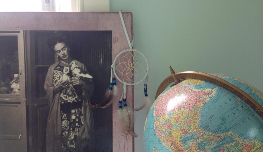 Frida Kalo und Globus