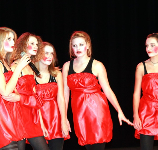 Theaterszene in rot